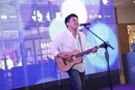 Glendon Plaira - Acoustic Guitarist / Vocalist - Beijing, China