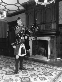 Highland Bagpiper - Bagpiper - East of England