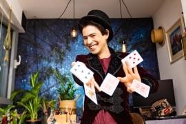 Hiroshi Magic - Close-up Magician - Stratford, London