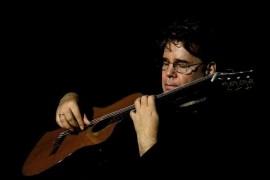 Laszlo Maestro - Acoustic Guitarist / Vocalist -