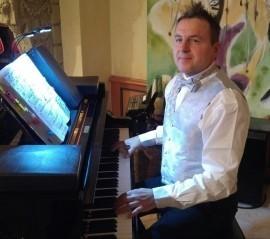 Entertainer Tony - Pianist / Keyboardist - Switzerland