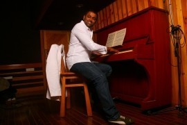 Earl Edgar - Pianist / Singer - India