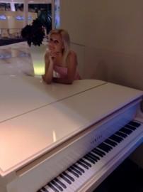 Pianist Tetiana - Pianist / Keyboardist - Ukraine, Ukraine