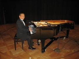 Lindy - Pianist / Singer - Philippines