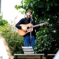 Padraig McLoughlin - Acoustic Guitarist / Vocalist - London