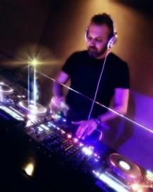 EmreS - Nightclub DJ - Putney, London