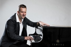 Jan - blind singer and pianist - Pianist / Keyboardist -