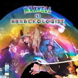 Maxwell the bubbleologist - Bubble Performer - Camden Town, London