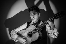 Clark Berger - Mundo Lino - Solo Guitarist - Iver, South East