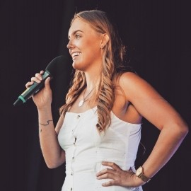 Elle Bert - Adult Stand Up Comedian - Ealing, London