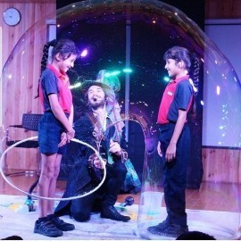 Maxwell the bubbleologist - Bubble Performer - London