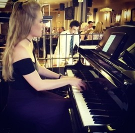 Victoria Robinson - Pianist / Keyboardist - Northumberland, North of England