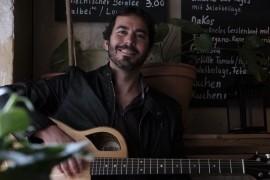 Daniel Ondaro - Acoustic Guitarist / Vocalist - Denver, Colorado