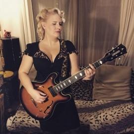 Miss Jones - Acoustic Guitarist / Vocalist - London