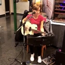 Zdravka Damjanović - Guitar Singer - Supetar, Croatia