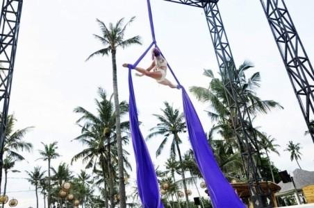 Samantha Simile - Aerialist / Acrobat