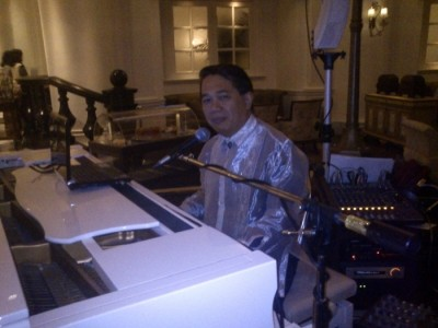 Pianist singer - Pianist / Keyboardist