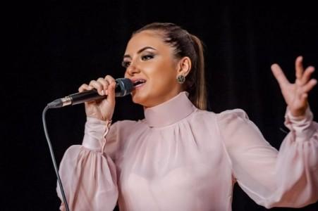 Vocal duo -  - Female Singer