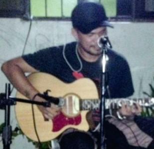 Bernard - Acoustic Guitarist / Vocalist