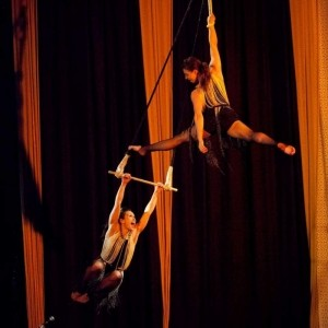 Femmes de Flight - Aerialist / Acrobat