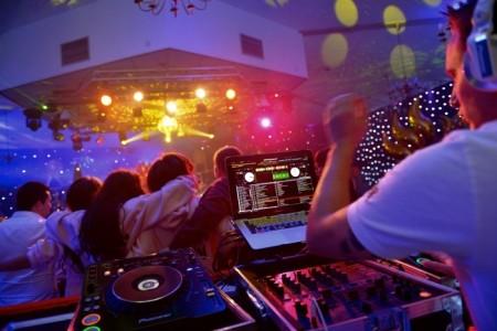 Club Live image