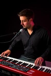 Elliott Rooney - Pianist / Singer