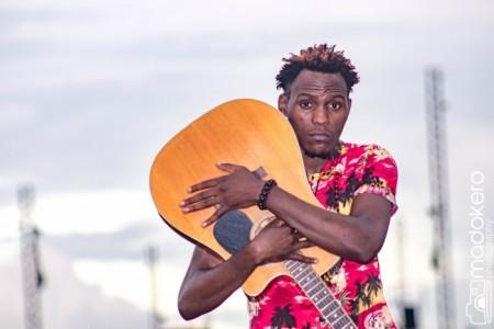 Kudzie Kayz - Acoustic Guitarist / Vocalist