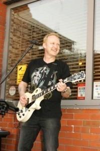 Simon lee - Acoustic Guitarist / Vocalist