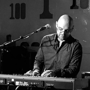Dan Burnett - Pianist / Keyboardist