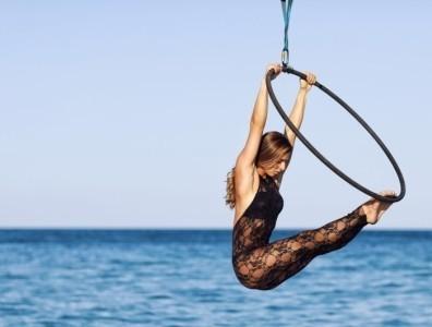 Daniela Caputo - Aerialist / Acrobat