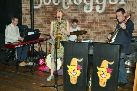 Miss Kitty - Saxophonist