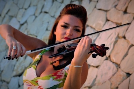 Victoria Violin - Violinist