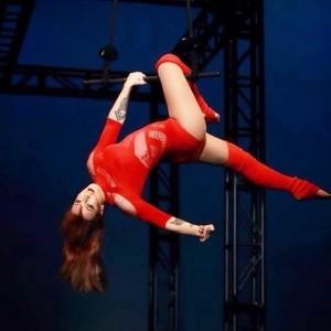 Pippa Du Frayer - Aerialist / Acrobat
