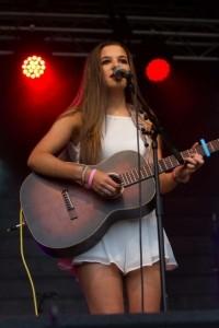 Ellie Dibben - Female Singer