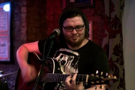 Mooney - Guitar Singer