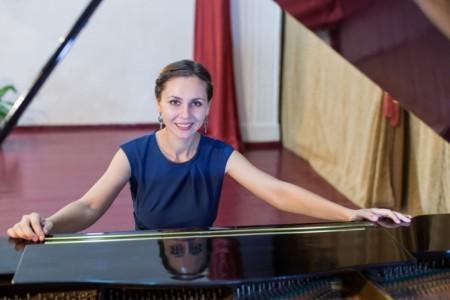 Olga - Pianist / Keyboardist