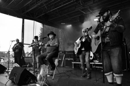 Share The Darkness - Irish Band