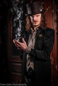 Leon Simmonds - Close-up Magician