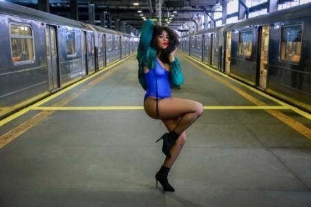 DANCER LEGS - Female Singer