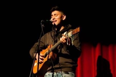 Luch Stefano - Guitar Singer