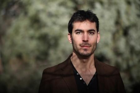 Daniel Ondaro - Acoustic Guitarist / Vocalist