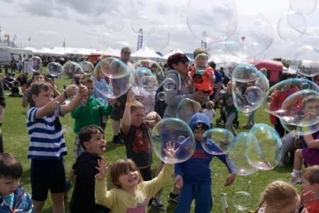 Rainbow Gecko - Bubble Performer