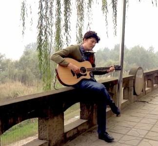 Brett Horton - Acoustic Guitarist / Vocalist