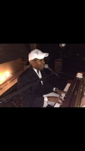Les Daniels - Pianist / Singer
