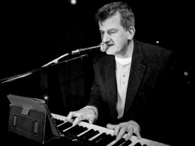 Mark the Piano Man image