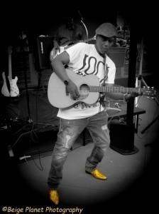 Tony Thompson - Guitar Singer