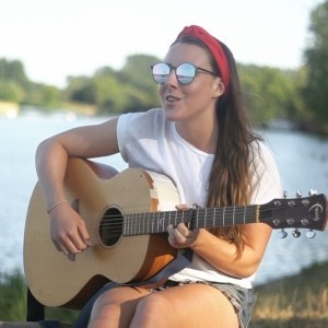 Jess Josie Lee - Acoustic Guitarist / Vocalist