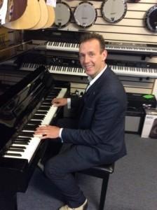 Tom Wolf - Pianist / Singer