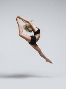 Sally Jayne  - Aerialist / Acrobat