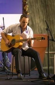 Jevgenij sege - Acoustic Guitarist / Vocalist